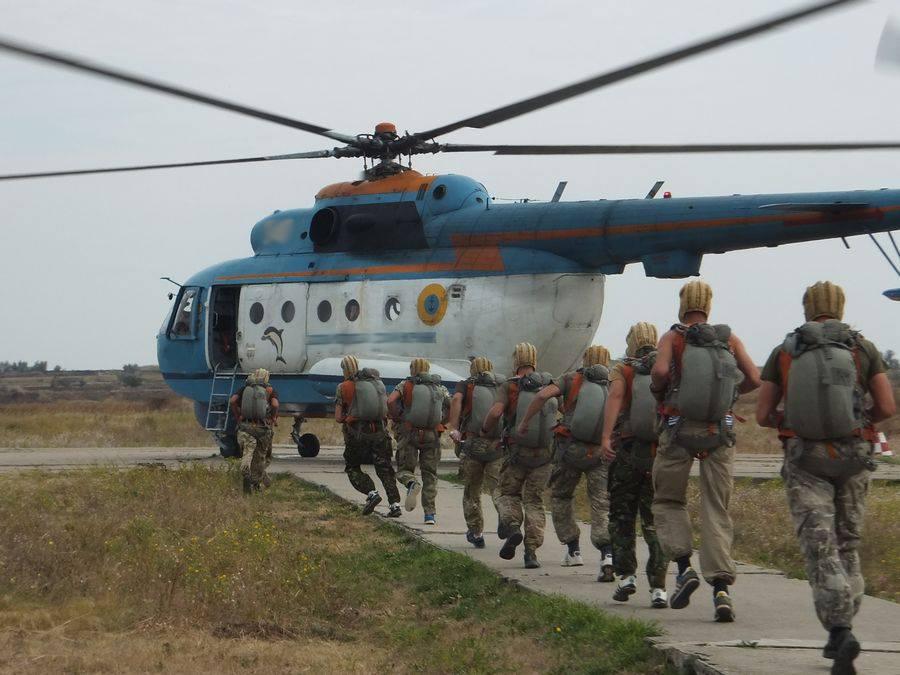 """Миколаївські військові десантувались в воду з вертольота """"Мі-14"""" - фото 1"""