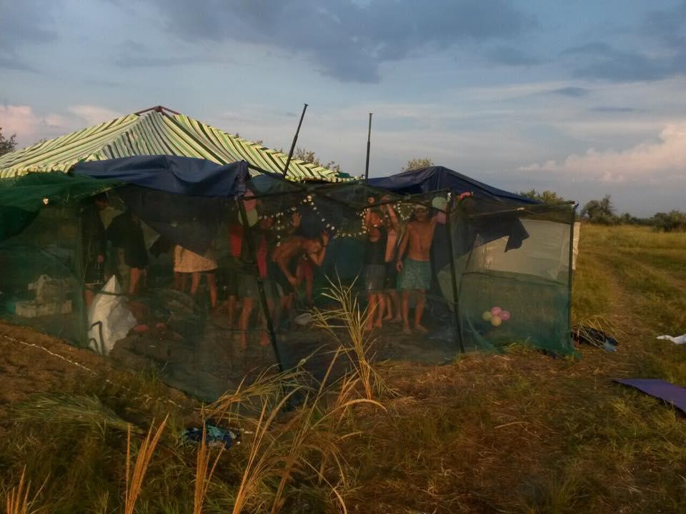 На Кінбурні шторм зніс палатки відпочивальників - фото 3