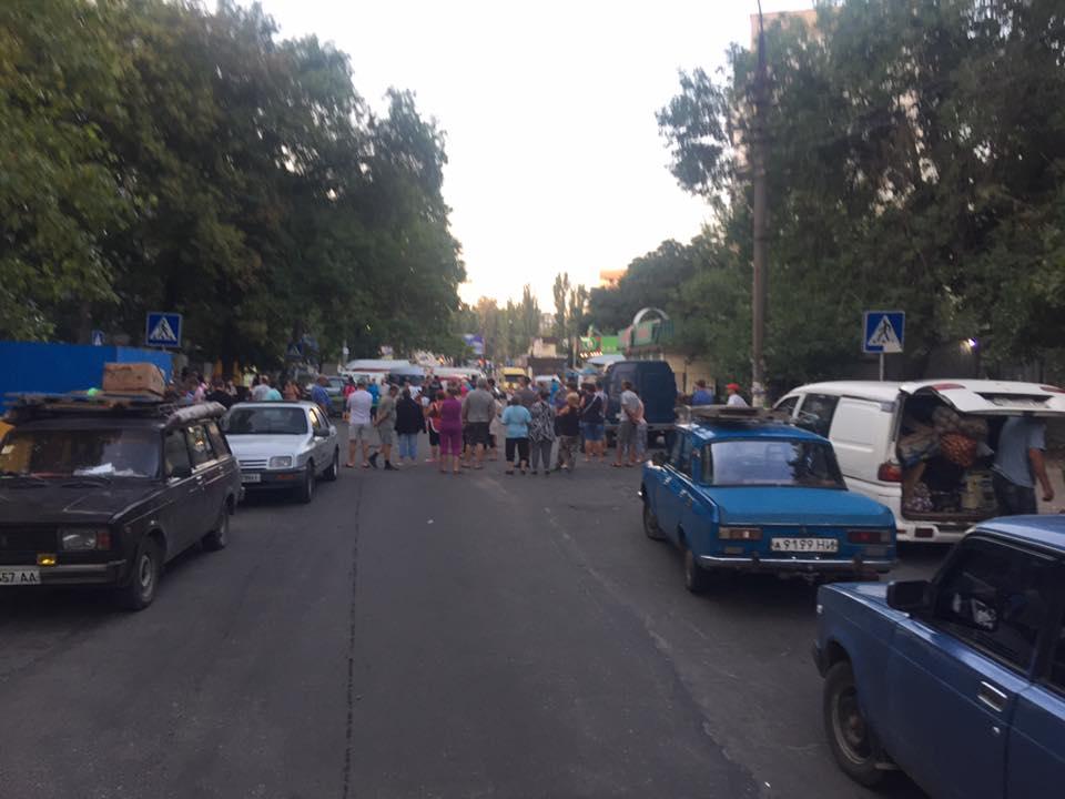 У Миколаєві торгаші влаштували бунт на закритій через чуму свиней ярмарці - фото 4