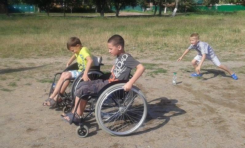 """Вінничан на """"Інклюзивному марафоні"""" навчали допомагати  людям з інвалідністю  - фото 4"""