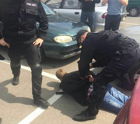 У Харкові податківця затримали на хабарі в півмільйона гривень - фото 4