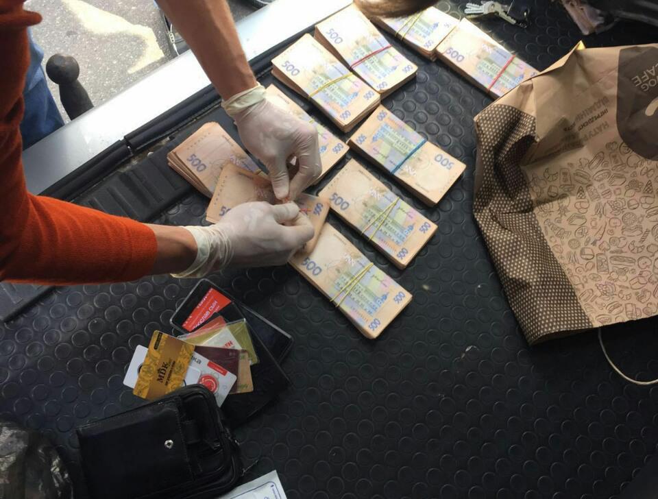 У Харкові податківця затримали на хабарі в півмільйона гривень - фото 3
