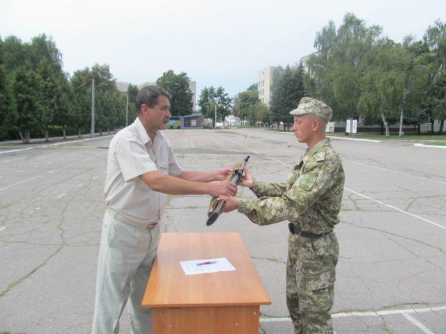 На Харківщині прикордонникам видали автомати  - фото 2