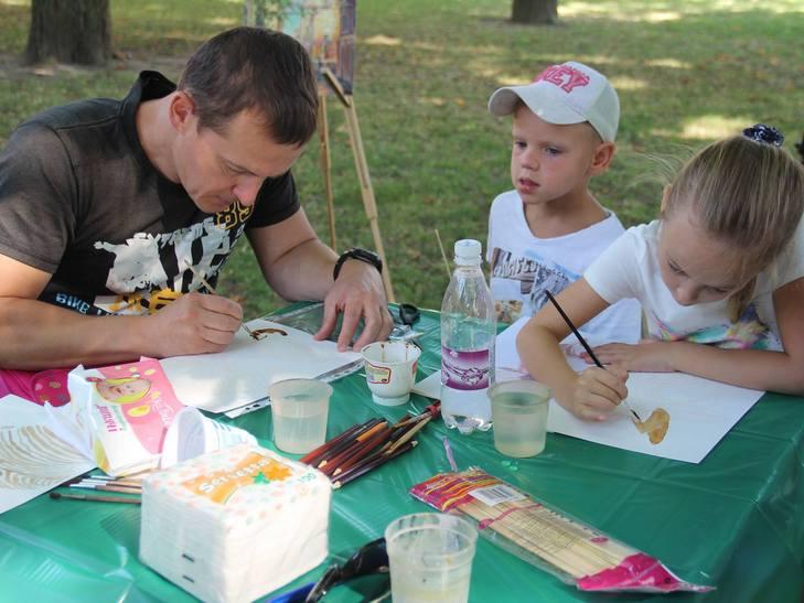 У Вінниці на арт-пікніку займались фейс-артом та кляксографією - фото 4