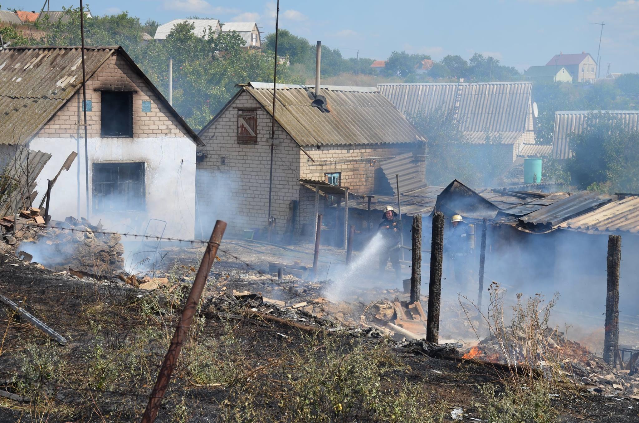На Миколаївщині через пожежу сухостою загорілись сараї та житловий будинок - фото 4