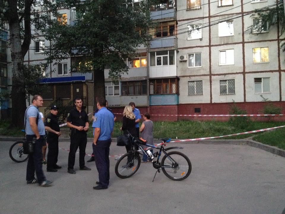 На Салтівці троє чоловіків влаштували стрілянину - фото 1