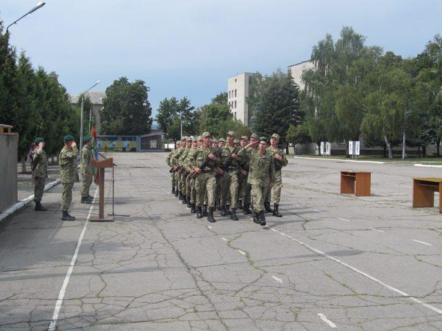 На Харківщині прикордонникам видали автомати  - фото 1