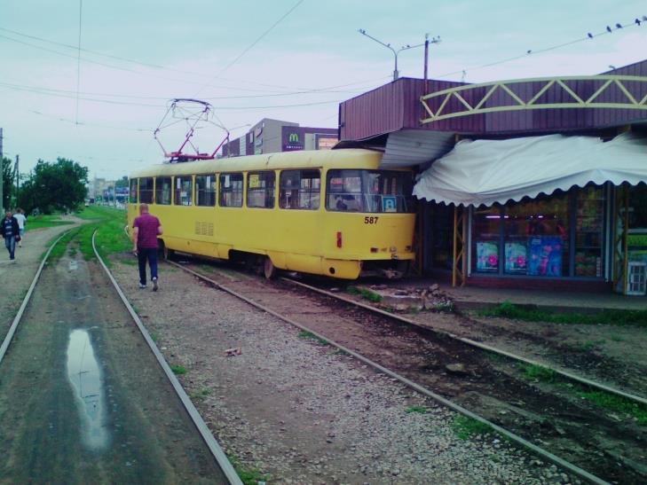 У Кернеса вирішили знести кіоск, в який сьогодні влетів трамвай - фото 1
