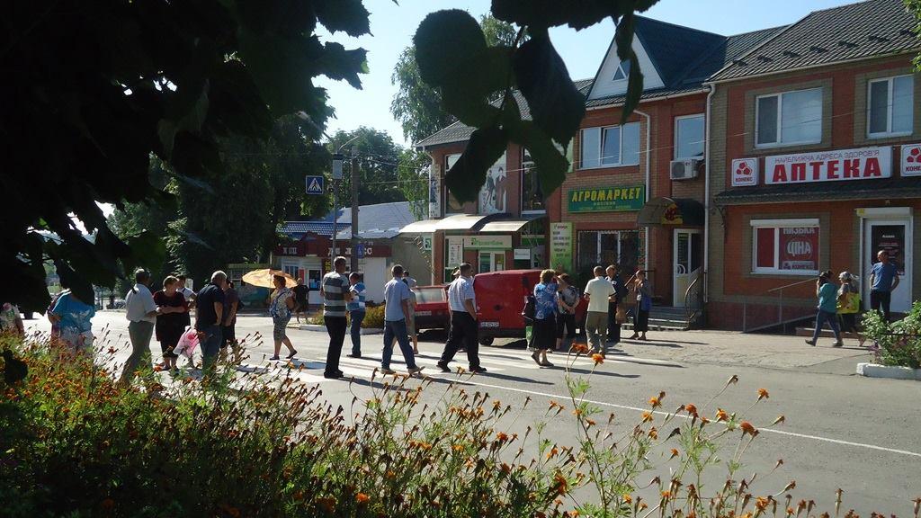 """На Вінниччині, через """"розборки"""" пайовиків та фермера, стоять міжміські автобуси - фото 1"""