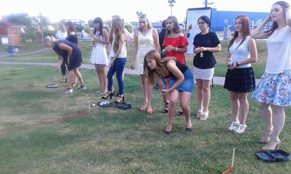 У Вінниці дівчата на підборах зіграли у петанк - фото 7