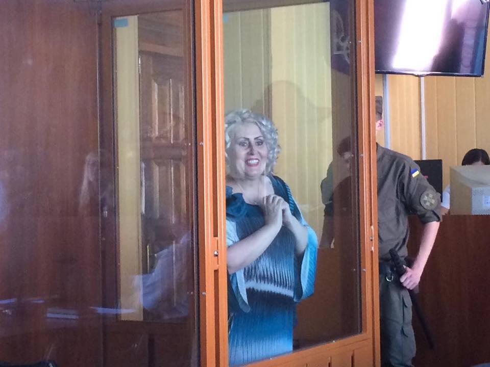 Штепа в суді одягла окуляри і заговорила про свою красу - фото 2
