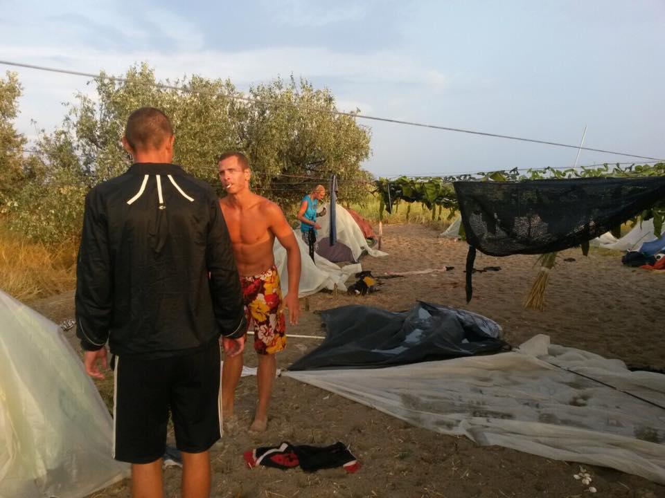 На Кінбурні шторм зніс палатки відпочивальників - фото 1