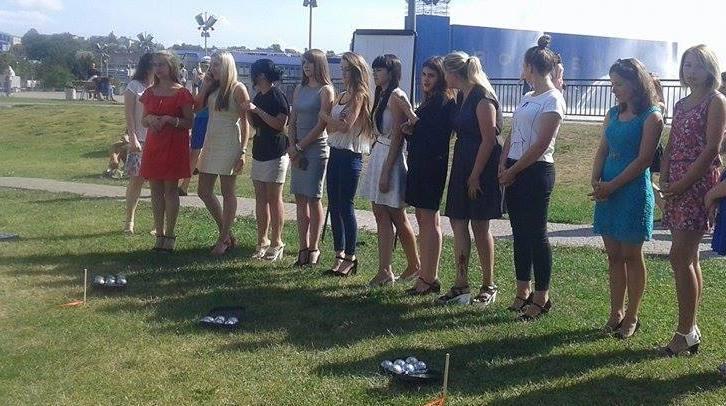 У Вінниці дівчата на підборах зіграли у петанк - фото 3