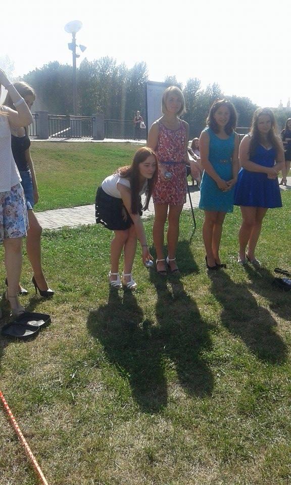 У Вінниці дівчата на підборах зіграли у петанк - фото 4