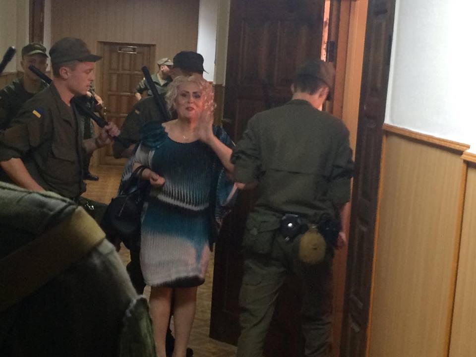 Штепа прийшла на власний суд з повітряним поцілунком - фото 2