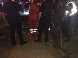 """У Харкові """"БМВ"""" влетів у бордюр та перекинувся: загинули дві людини - фото 1"""