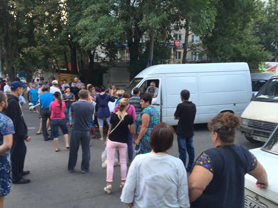 У Миколаєві торгаші влаштували бунт на закритій через чуму свиней ярмарці - фото 1