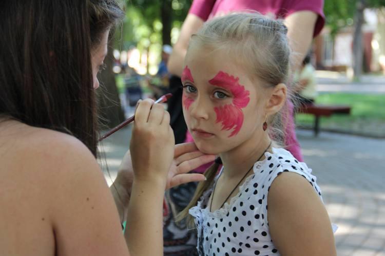 У Вінниці на арт-пікніку займались фейс-артом та кляксографією - фото 2