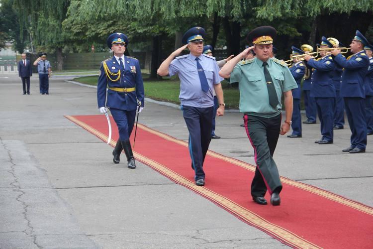 Третина українських льотчиків вже має бойовий досвід в АТО, - Муженко - фото 2