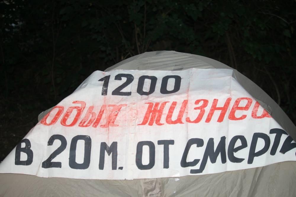 У Миколаєві на місці скандального будівництва заправки встановили намет