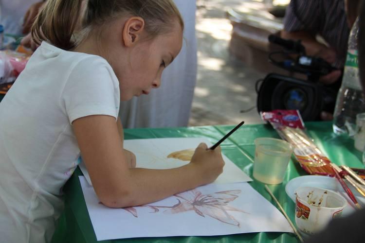 У Вінниці на арт-пікніку займались фейс-артом та кляксографією - фото 1