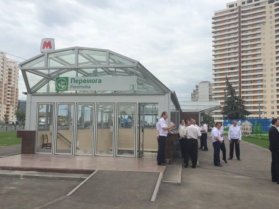 У Харкові з поліцією та рятувальниками зустрічають Порошенко  - фото 3