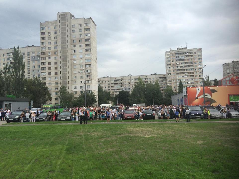 У Харкові з поліцією та рятувальниками зустрічають Порошенко  - фото 2