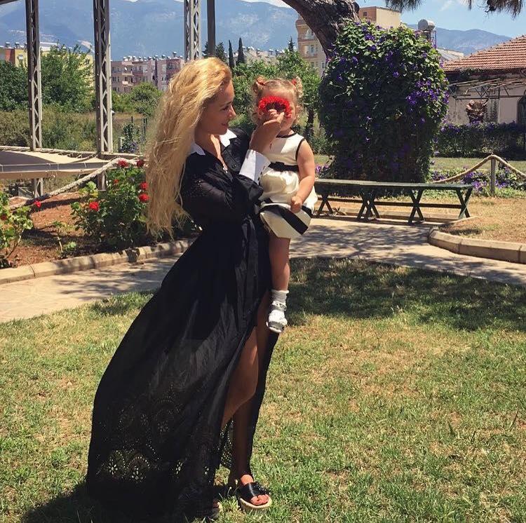 Екс-дружина Пономарьова вперше показала доньку - фото 3