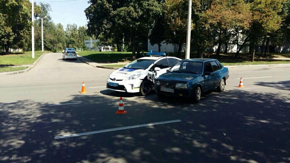 Харківські копи розбили службову автівку - фото 1