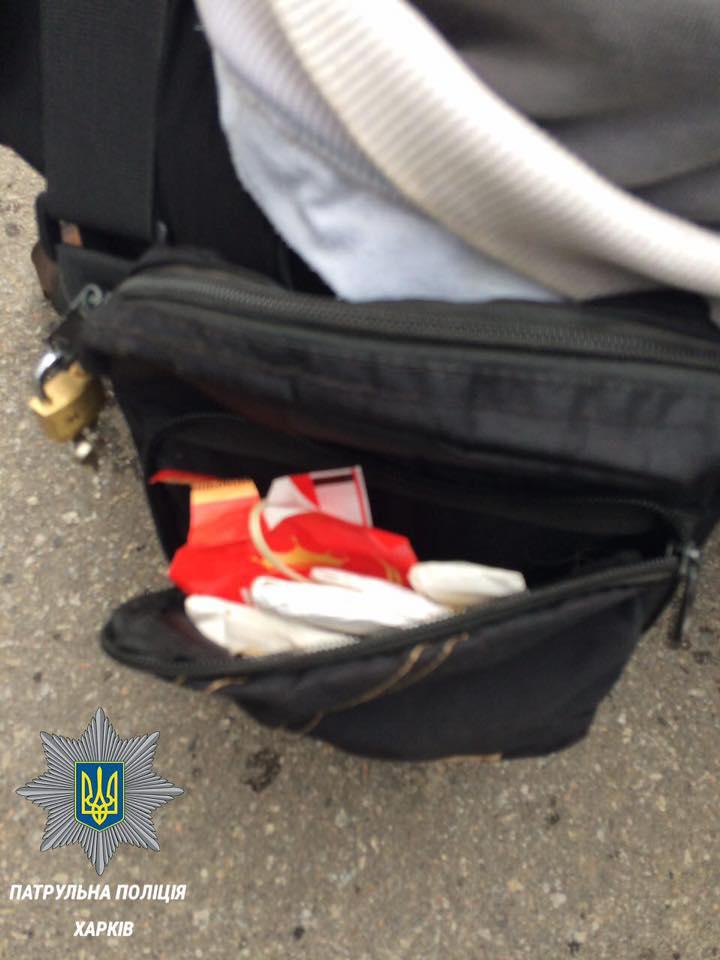 """У Харкові наркоман із запасом """"кайфу"""" втікав від поліції  - фото 1"""