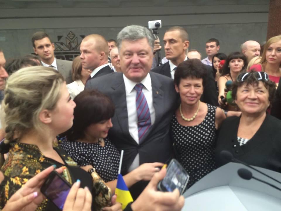 Порошенко у Харкові влаштував екскурсію та фотосесію  - фото 1