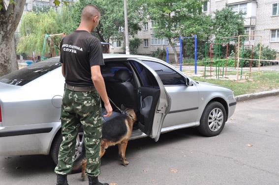 Миколаївець здійняв тривогу через підозрілі дроти в машині