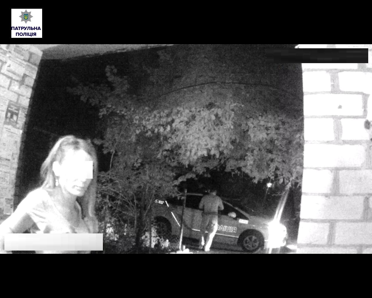 У Миколаєві парочка наркоманів хотіла заховатися від патрульних