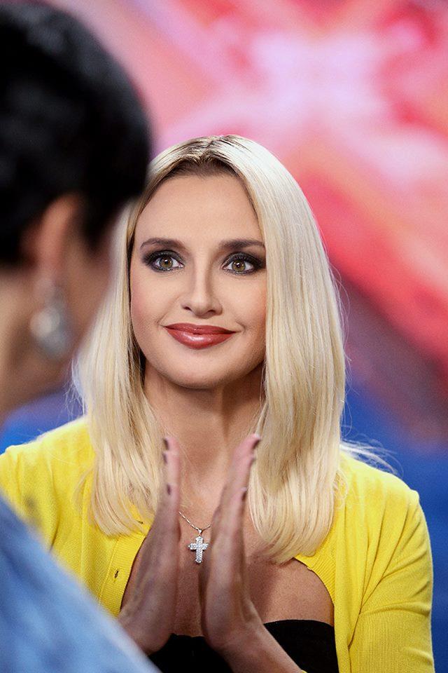 """Оксана Марченко вразила """"дешевим"""" кольором волосся  - фото 3"""