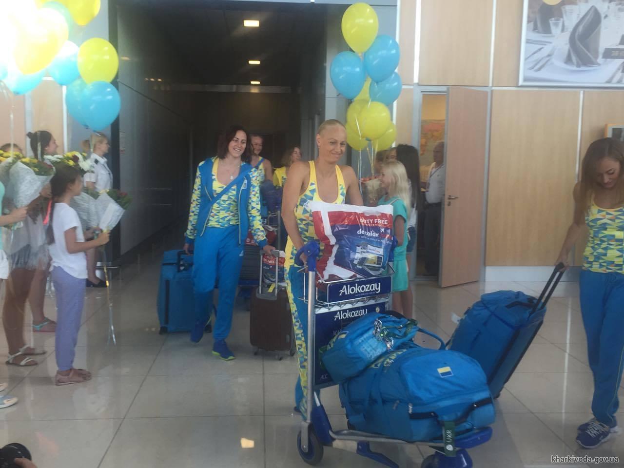 У Харкові зустріли олімпійську збірну України з синхронного плавання - фото 3