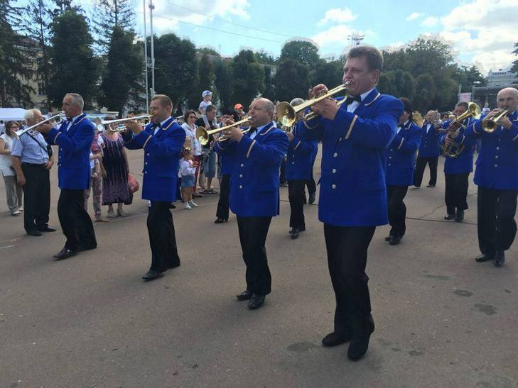 Хмельницьким крокує марш-парад оркестрів - фото 7