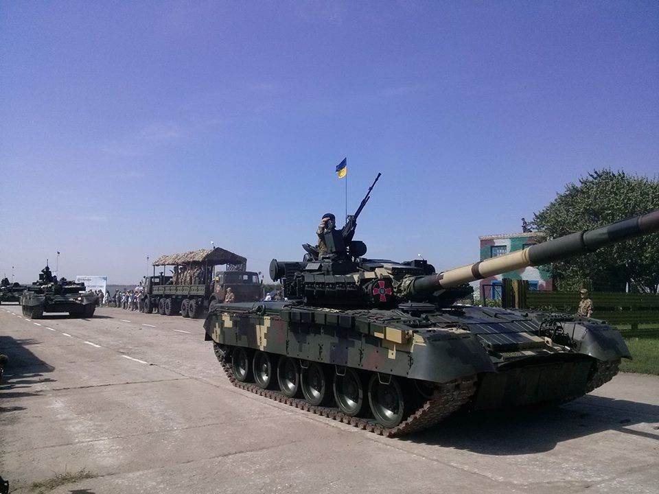 Як Порошенко боєздатність армії піднімав  - фото 11