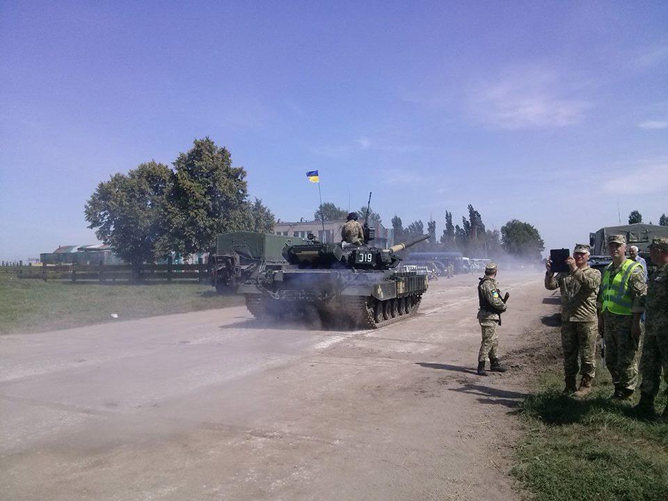 Як Порошенко боєздатність армії піднімав  - фото 10