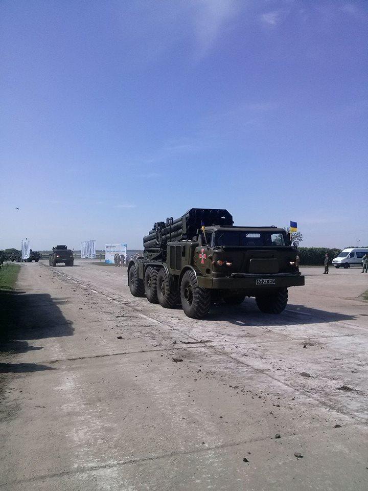 Як Порошенко боєздатність армії піднімав  - фото 9