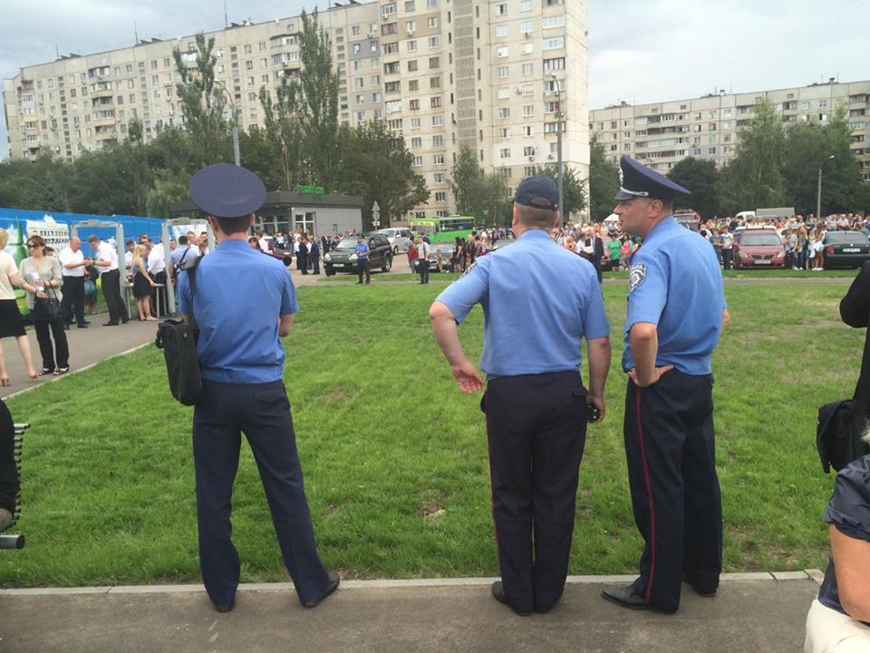 У Харкові з поліцією та рятувальниками зустрічають Порошенко  - фото 1
