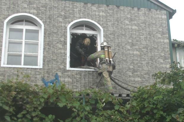 У Харкові спалахнув двоповерховий будинок - фото 3