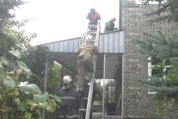 У Харкові спалахнув двоповерховий будинок - фото 1