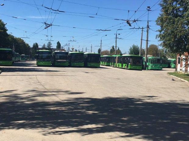Де перебувають харківські тролейбуси, що не вийшли на маршрут (ФОТОФАКТ) - фото 1