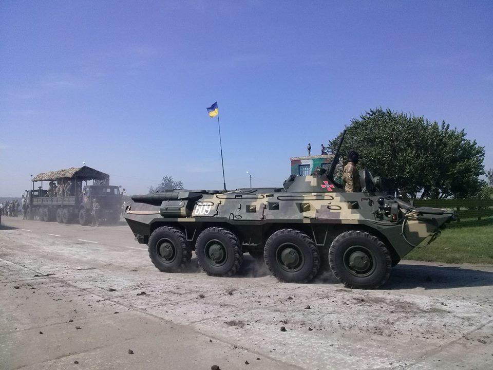 Як Порошенко боєздатність армії піднімав  - фото 8