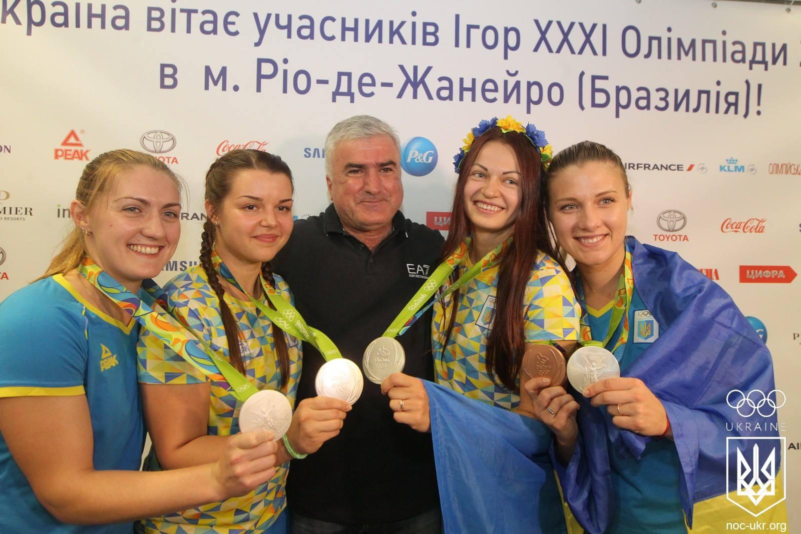Харлан разом зі збірною з фехтування повернулася в Україну