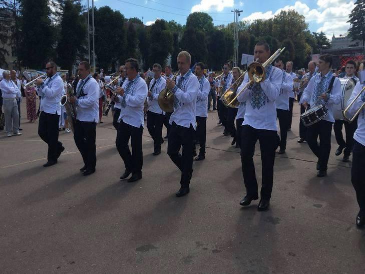 Хмельницьким крокує марш-парад оркестрів - фото 2
