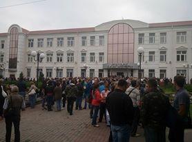 У Харкові кілька сотень комунальників Кернеса пікетують обленерго - фото 4