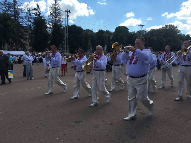 Хмельницьким крокує марш-парад оркестрів - фото 1