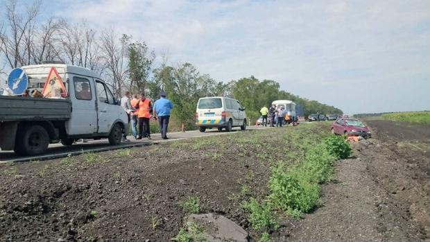 На Харківщині стали відомі подробиці смертельного ДТП із дорожніми робітниками - фото 1