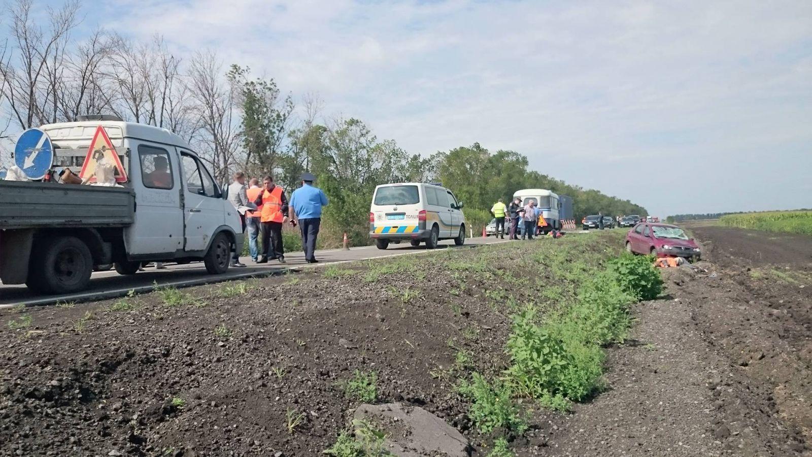 Опубліковані фото з місця кривавої аварії на Харківщині  - фото 2
